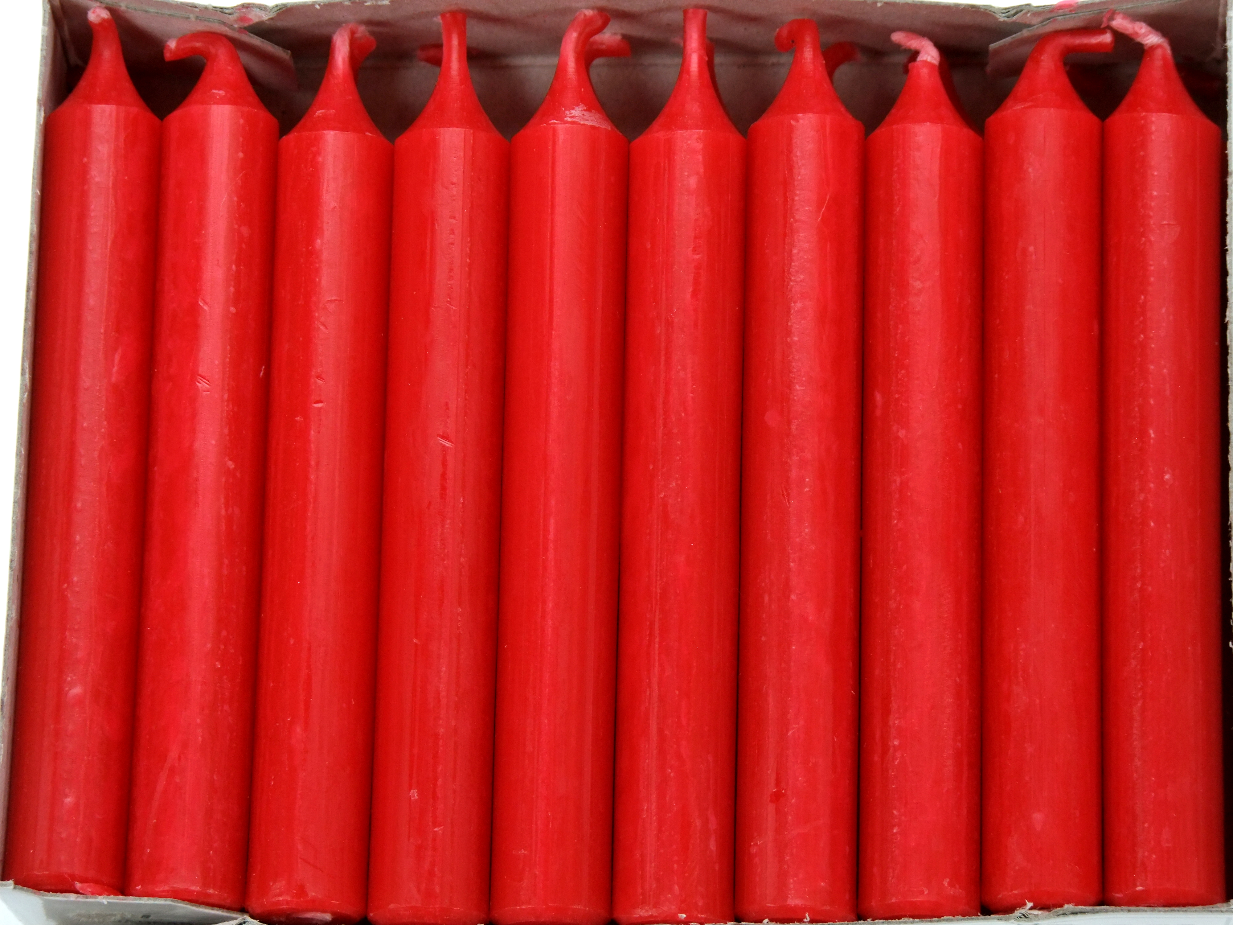 Kerze rot durchgefärbt